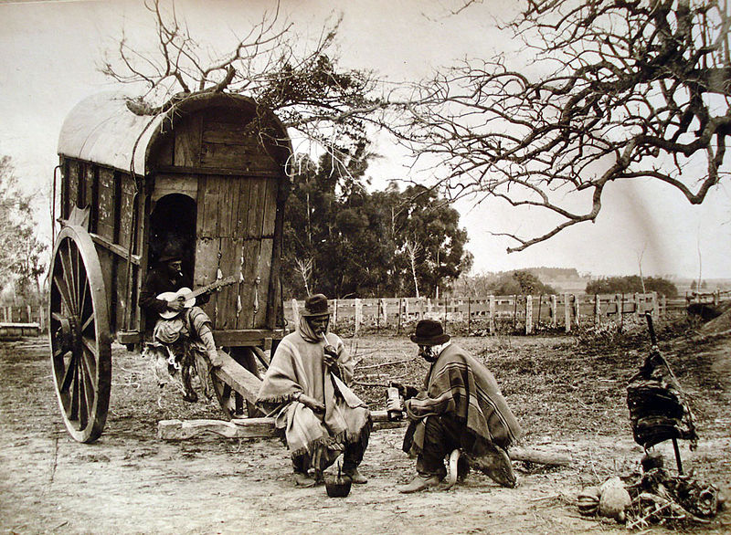 Gauchos en Argentines en 189O, jouant de la guitare