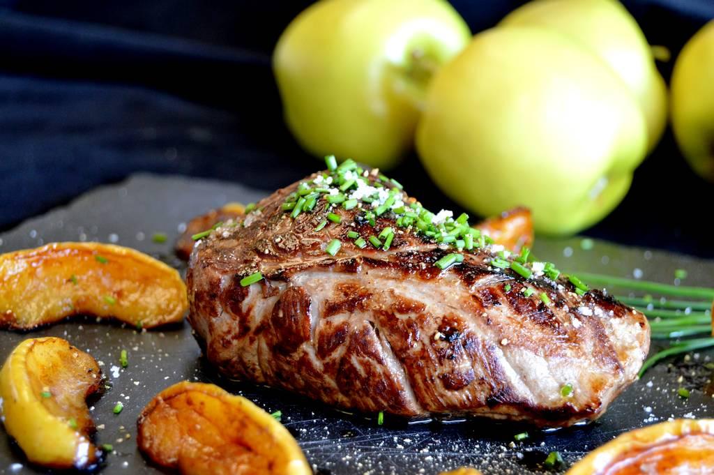 Faux-filet aux pommes flambé aux Calvados